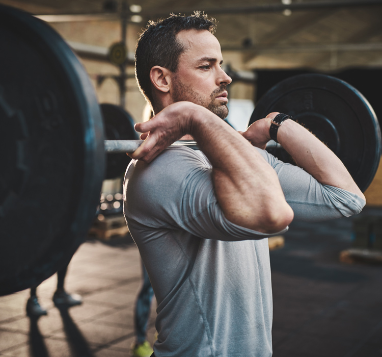 Man lifting weight - Symptoms of erectile dysfunction